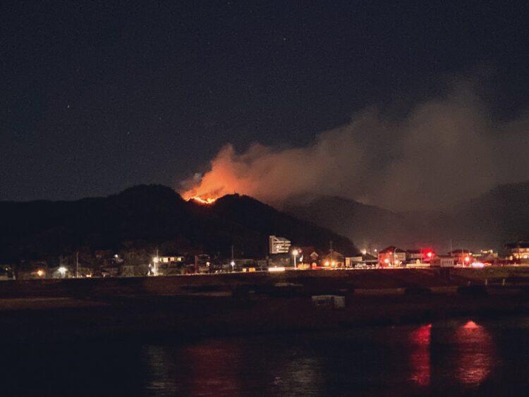 火事 足利 の 山 足利山火事の原因は?場所は織姫神社の裏山?現在の被害状況twitterの声!
