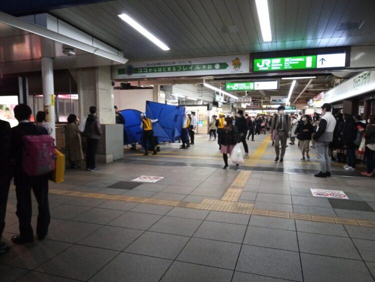 常磐線 柏駅で人身事故「女性が飛び込んでバラバラ、目撃者を捜してる ...